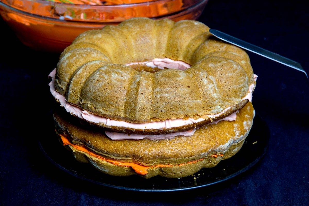 Montar las capas de la tarta de calabaza