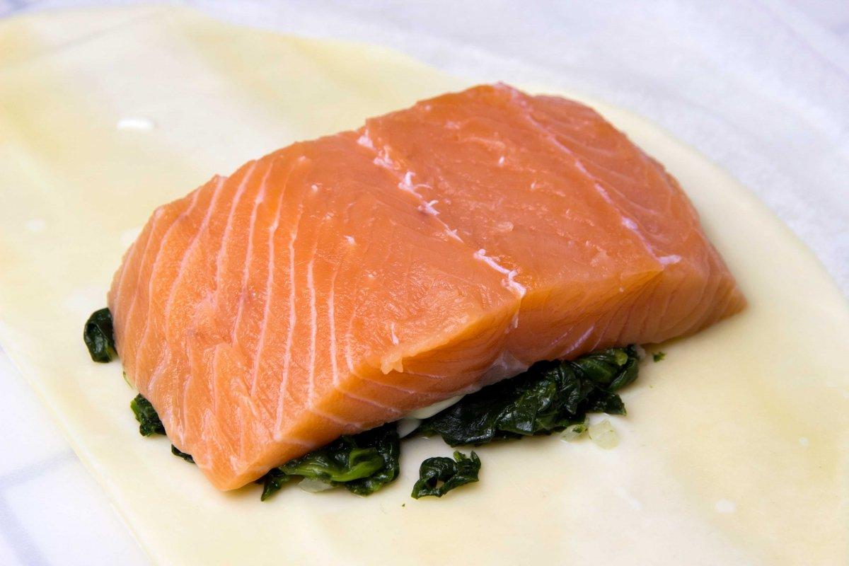 Montar salmón en croûte paso 1