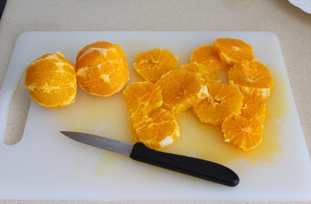 Naranjas del remojón granadino cortadas