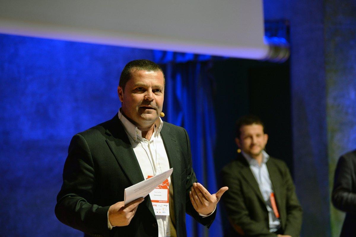 Óscar Carrión en una conferencia