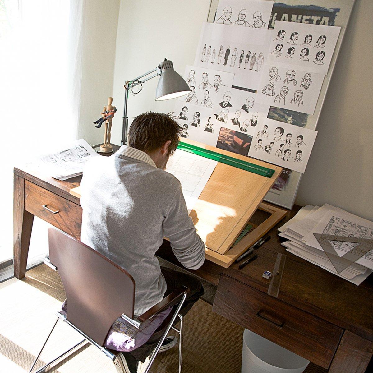 Paco Roca dibujando