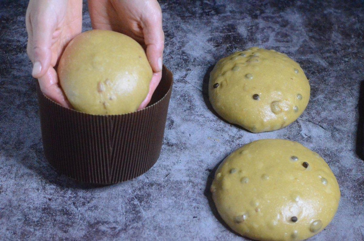 Panettone dentro del molde