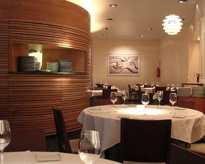 Parte de la sala del restaurante Tribeca de Sevilla