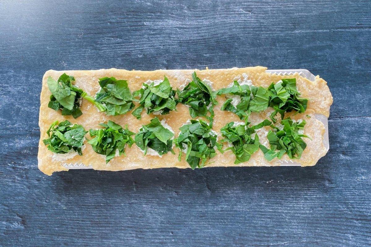 Pasta fresca rellena de requesón y espinacas