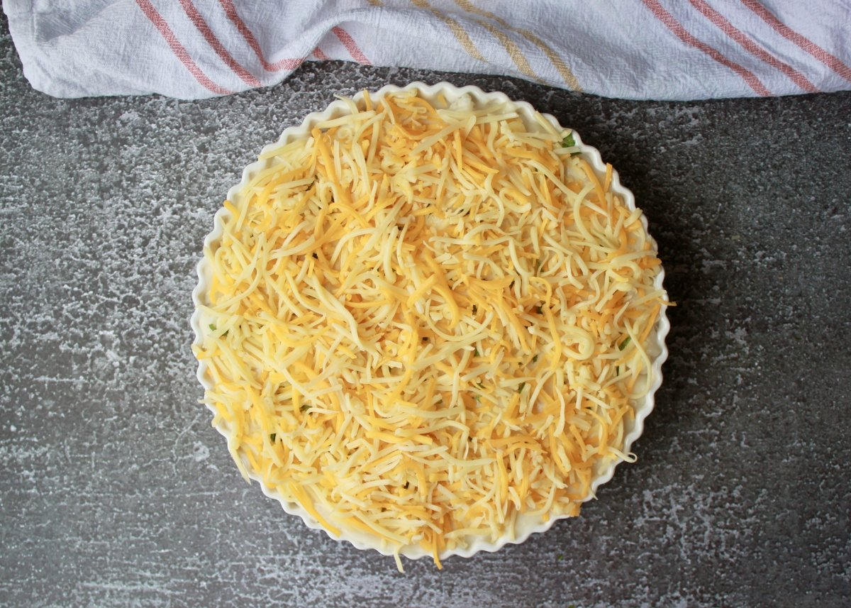 Pastel de coliflor cubierto con cuatro quesos