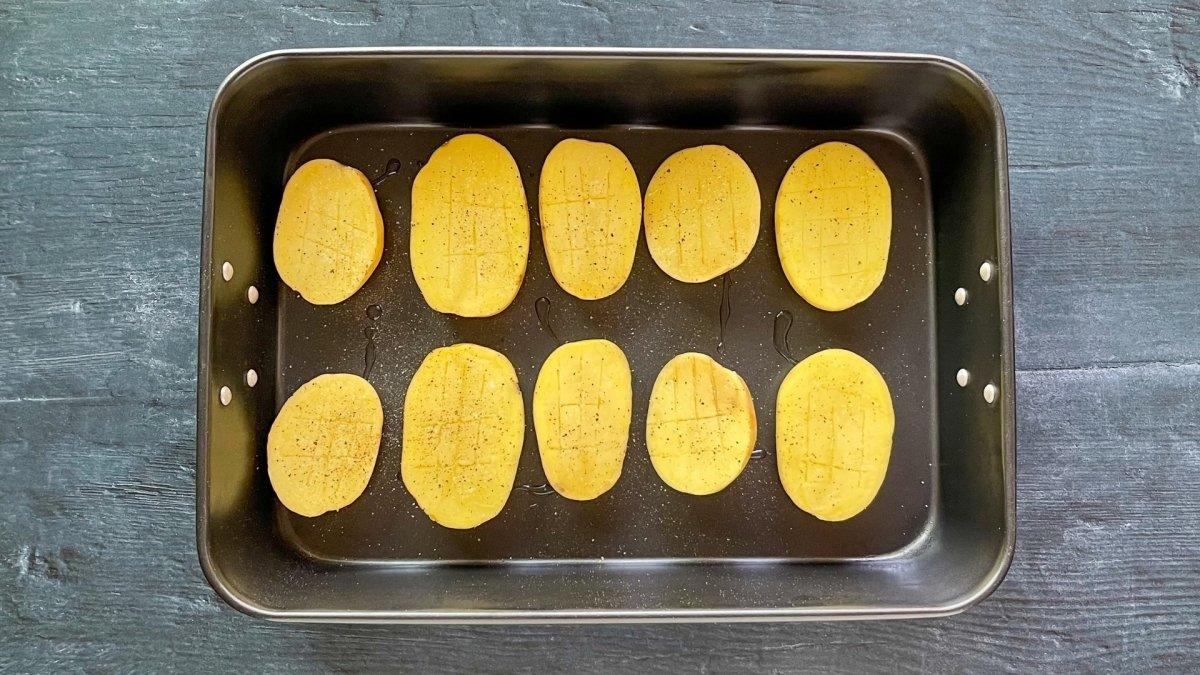 Patatas salpimentadas listas para hornear