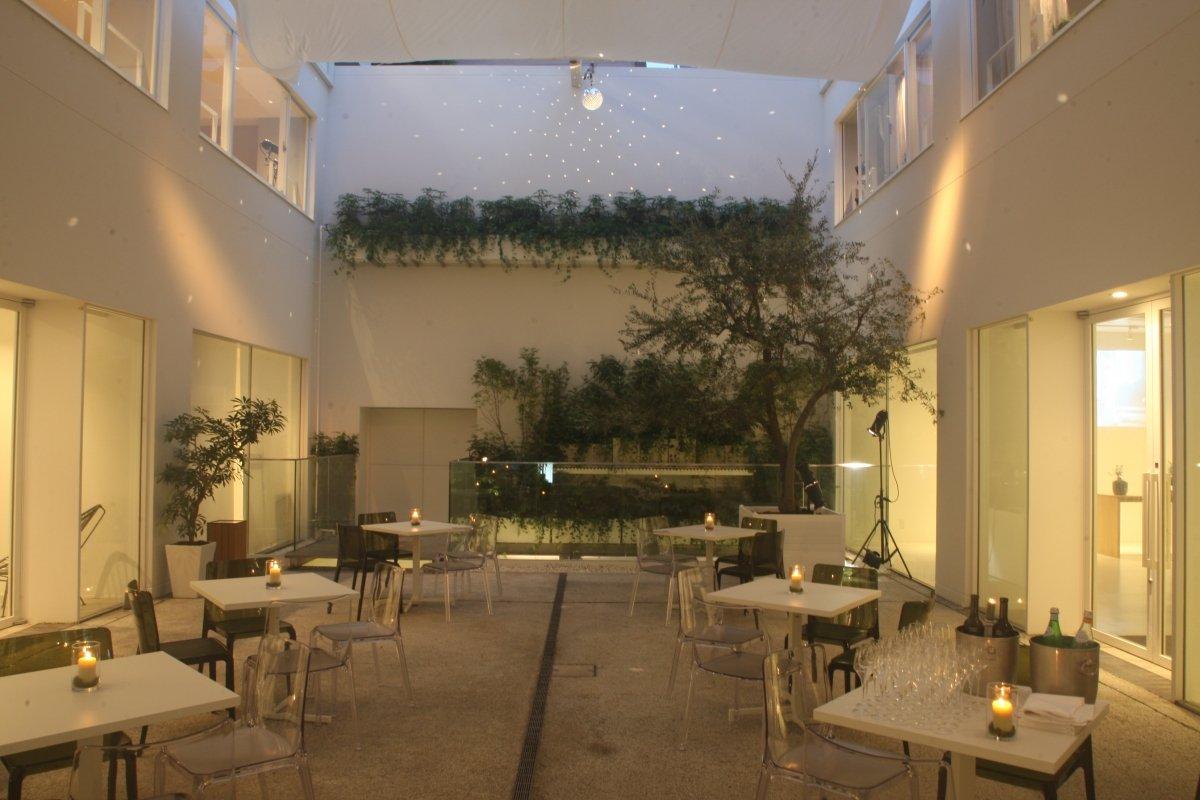 Patio exterior del restaurante Eneko Tokyo