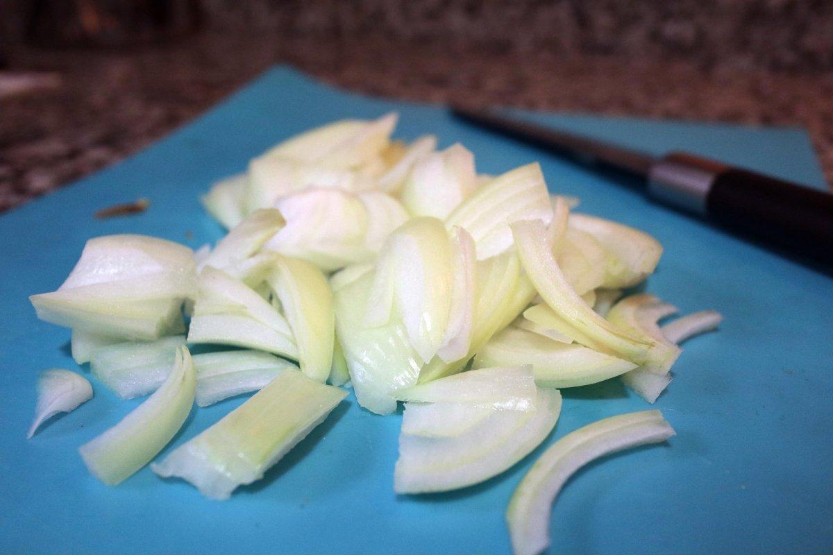 Pelar y cortar la cebolla