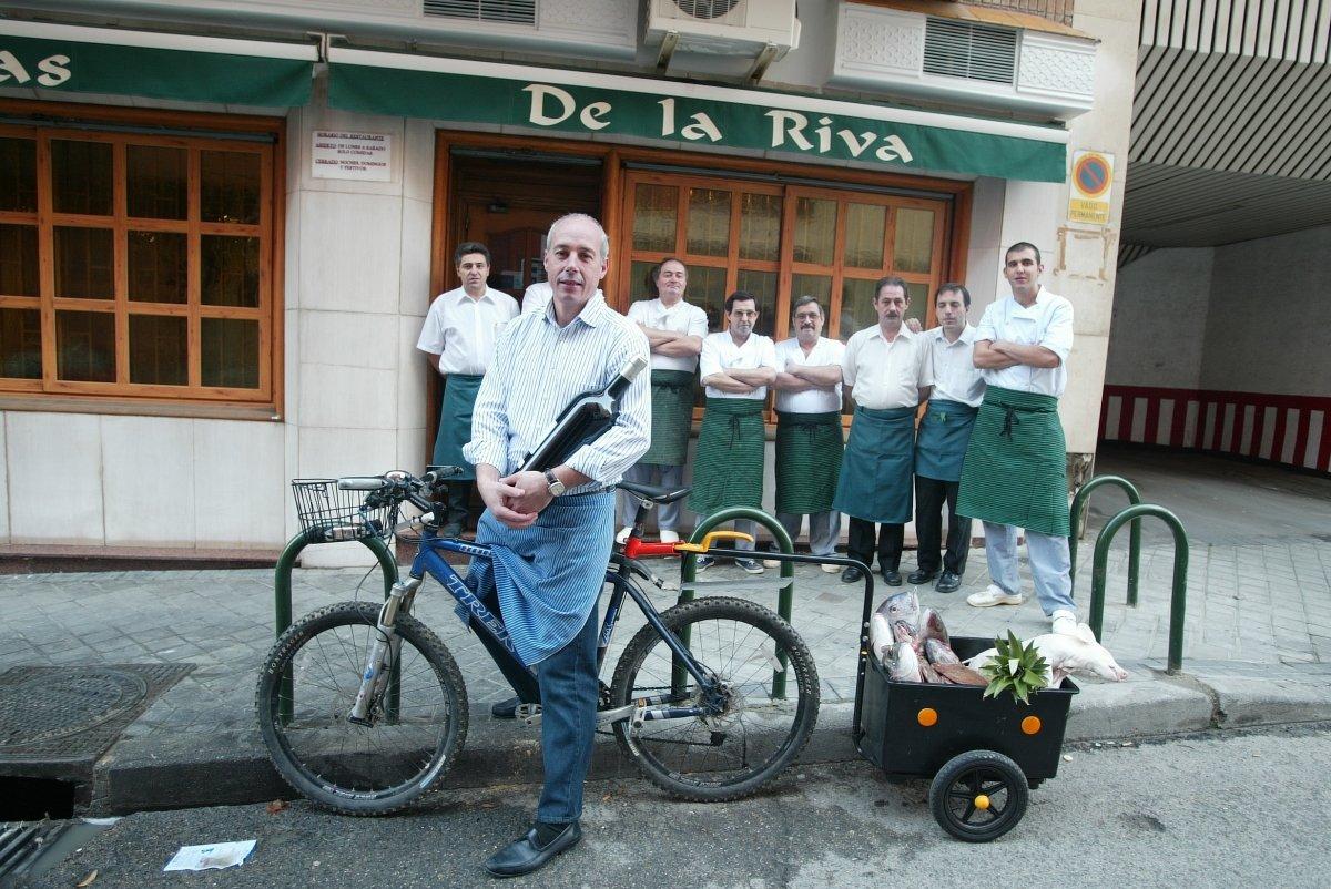 Pepe Morán y el equipo del restaurante De la Riva