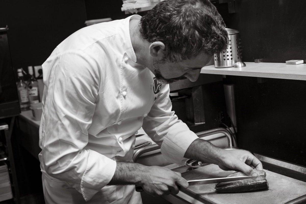 Pepe Solla en la cocina del restaurante Casa Solla