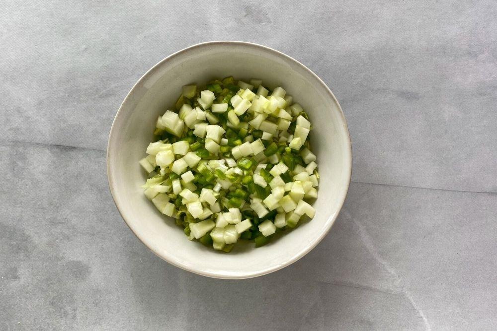 Pepino en brunoise para ensalada fattoush