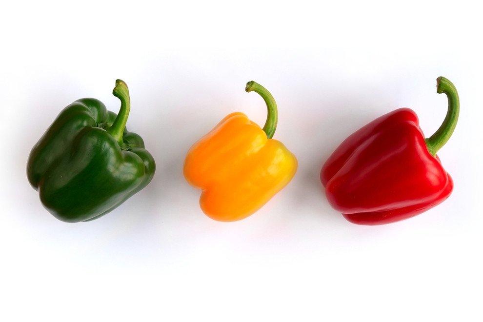 Pimientos de tres colores, rojo, verde y amarillo