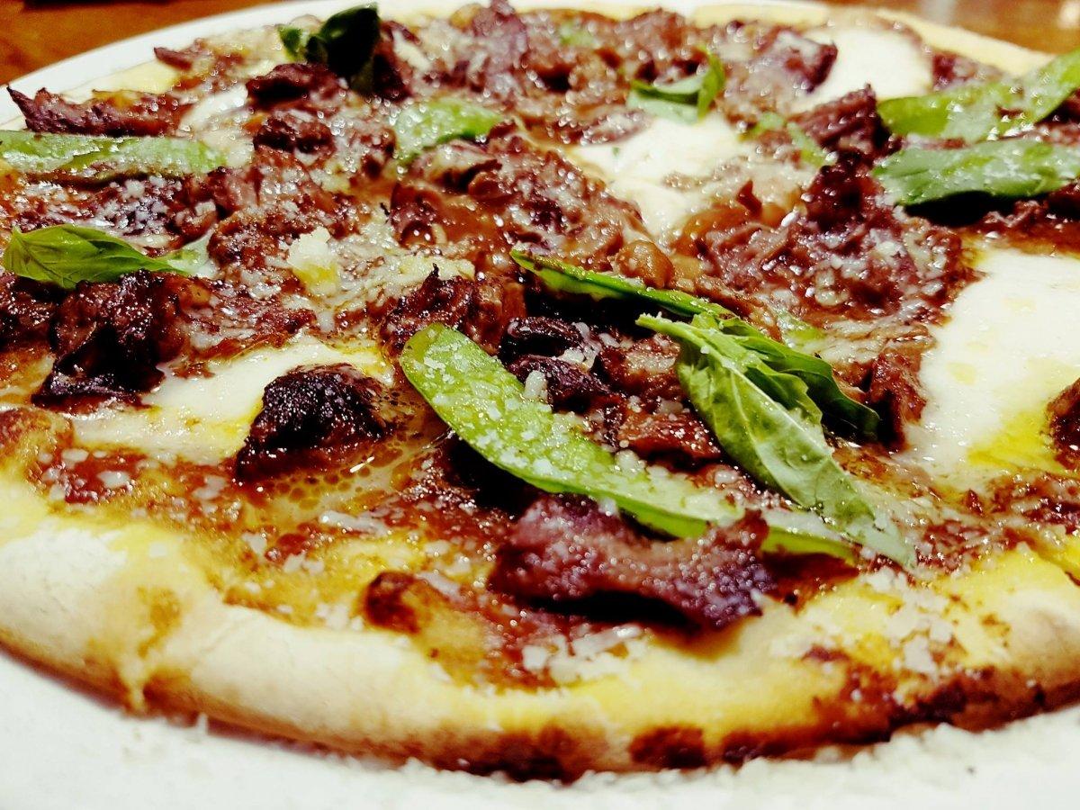Pizza de carrilleras de cerdo del restaurante El Padrino de Gijón
