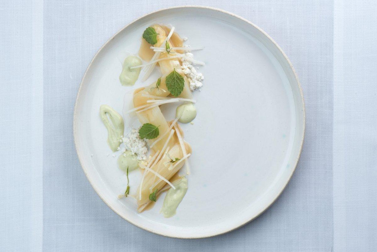 Plato con productos de temporada del Restaurante Alma