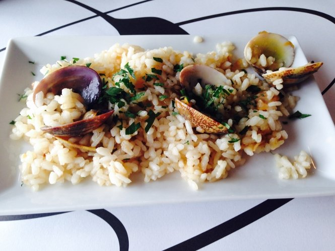 Plato de arroz de Plato al centro.