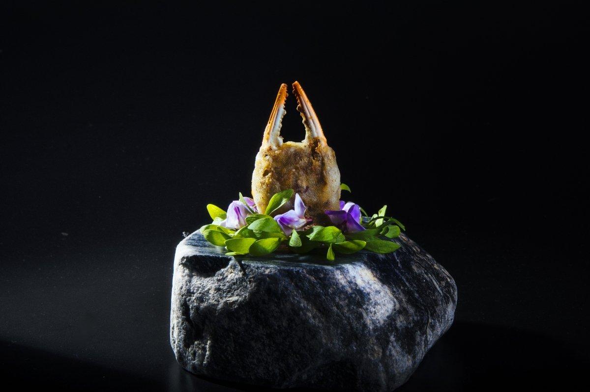 Plato de cangrejo con flor del Gaggan