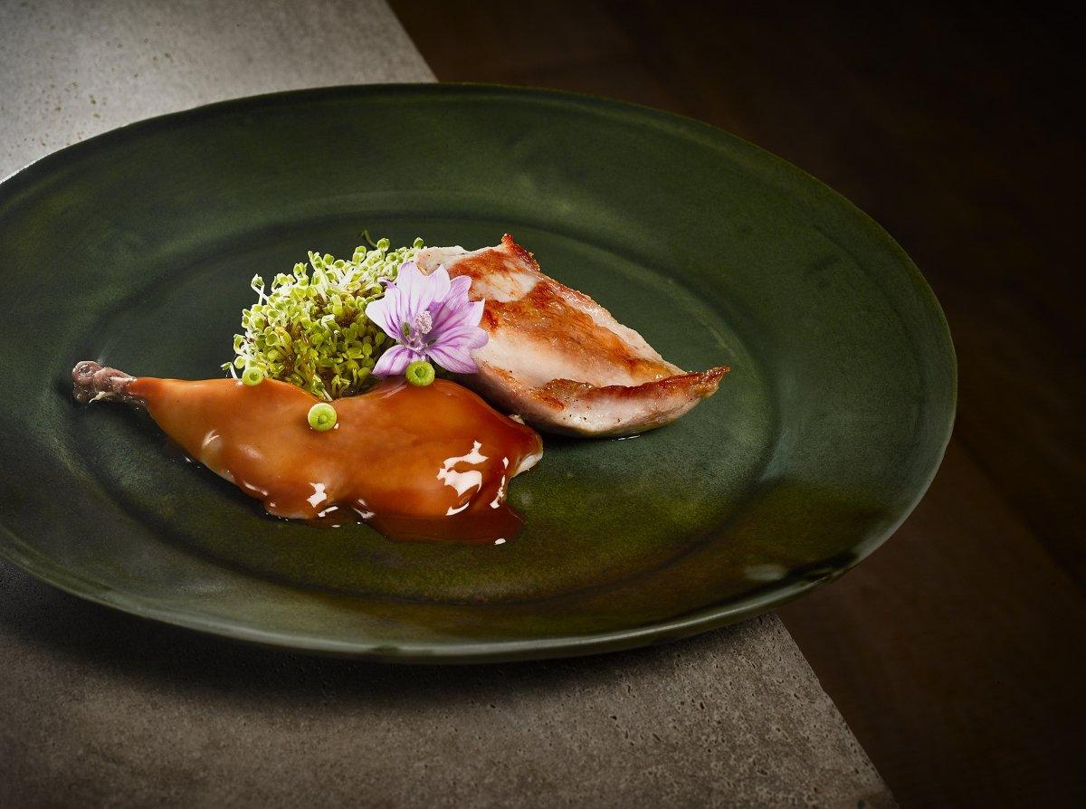 Plato de carne del restaurante Trivio