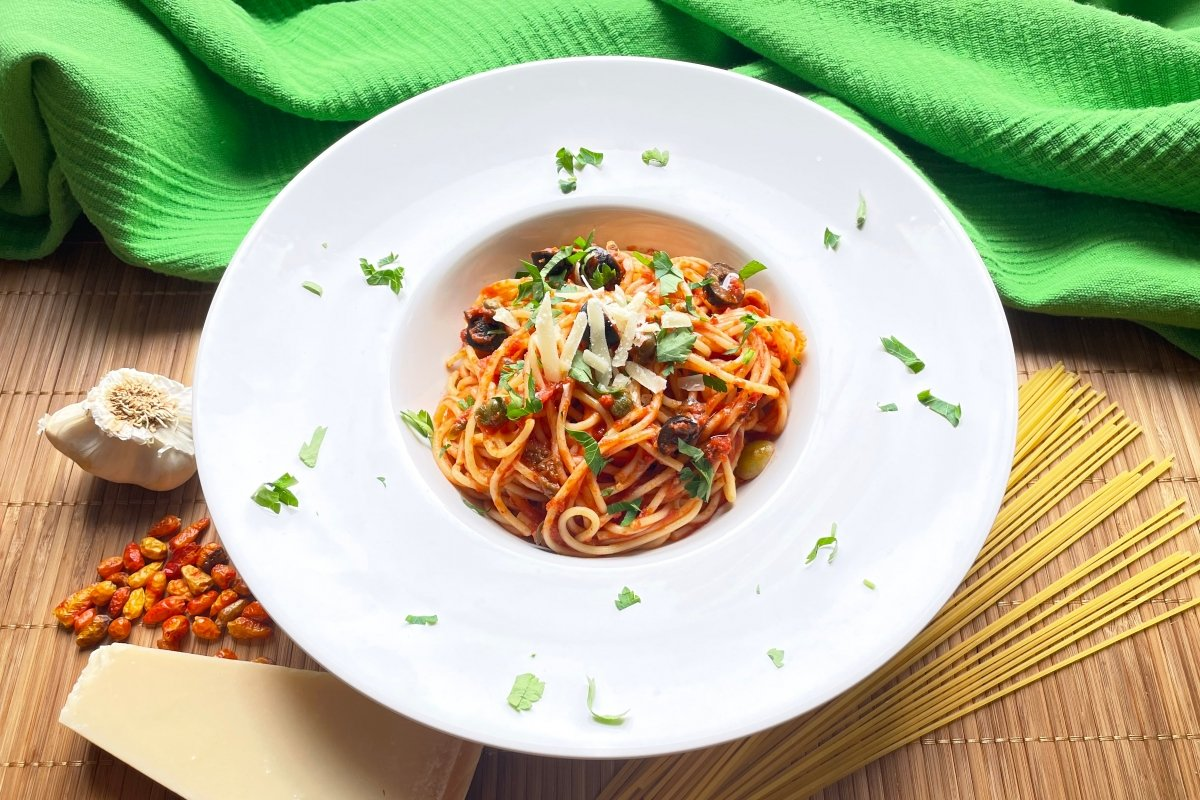 Plato de espaguetis a la putanesc