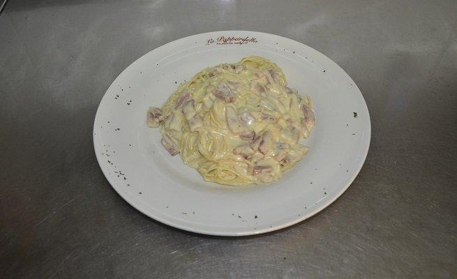 Plato de espaguetis carbonara de La Pappardella