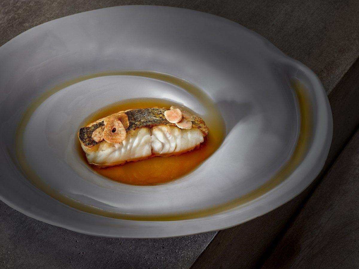 Plato de merluza del restaurante Trivio