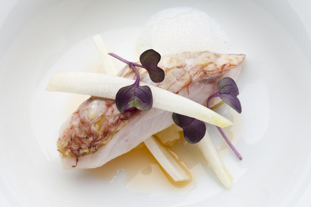 Plato de pescado del restaurante Auga