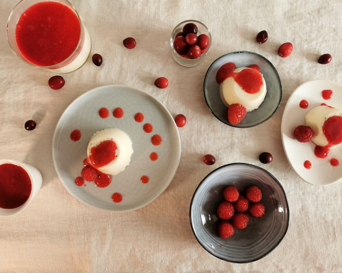 Podemos servir la panna cotta así como está o con unos frutos rojos
