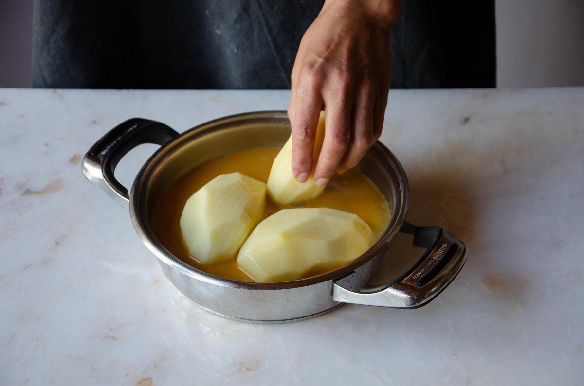 Ponemos las patatas del cocido