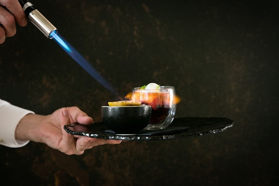 Preparación con soplete del restaurante DaiCa