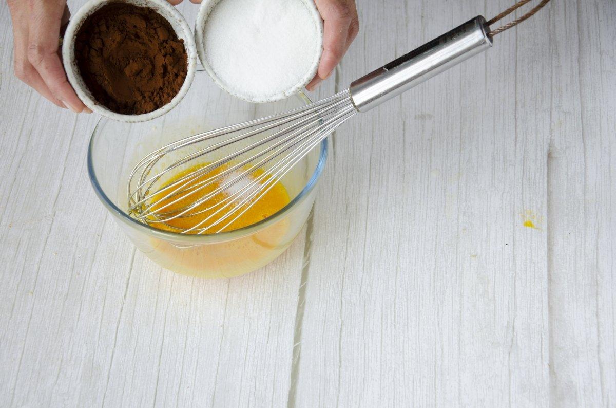 Preparamos la mezcla para el helado de chocolate