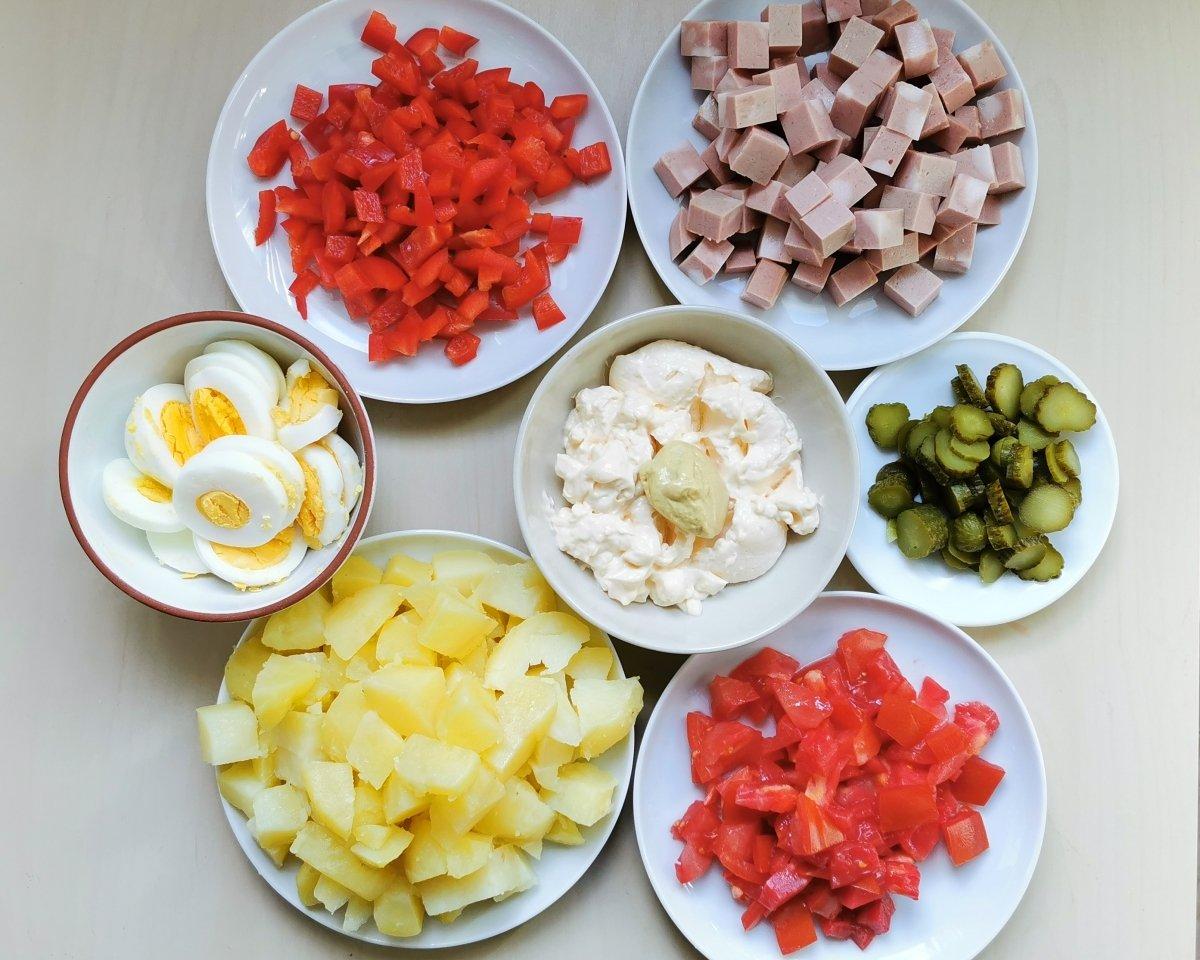 Preparar los ingredientes, cortándolos en dados