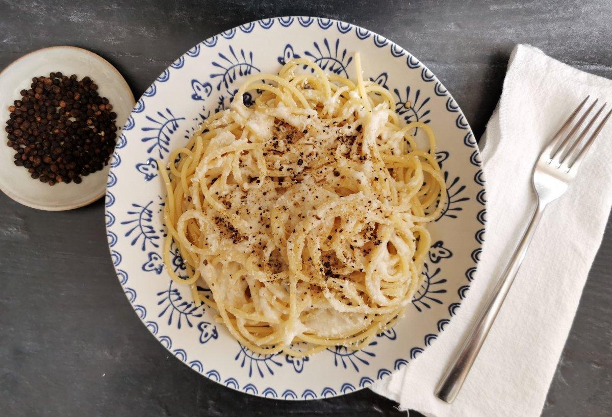 Espaguetis queso y pimienta (Spaghetti cacio e pepe)