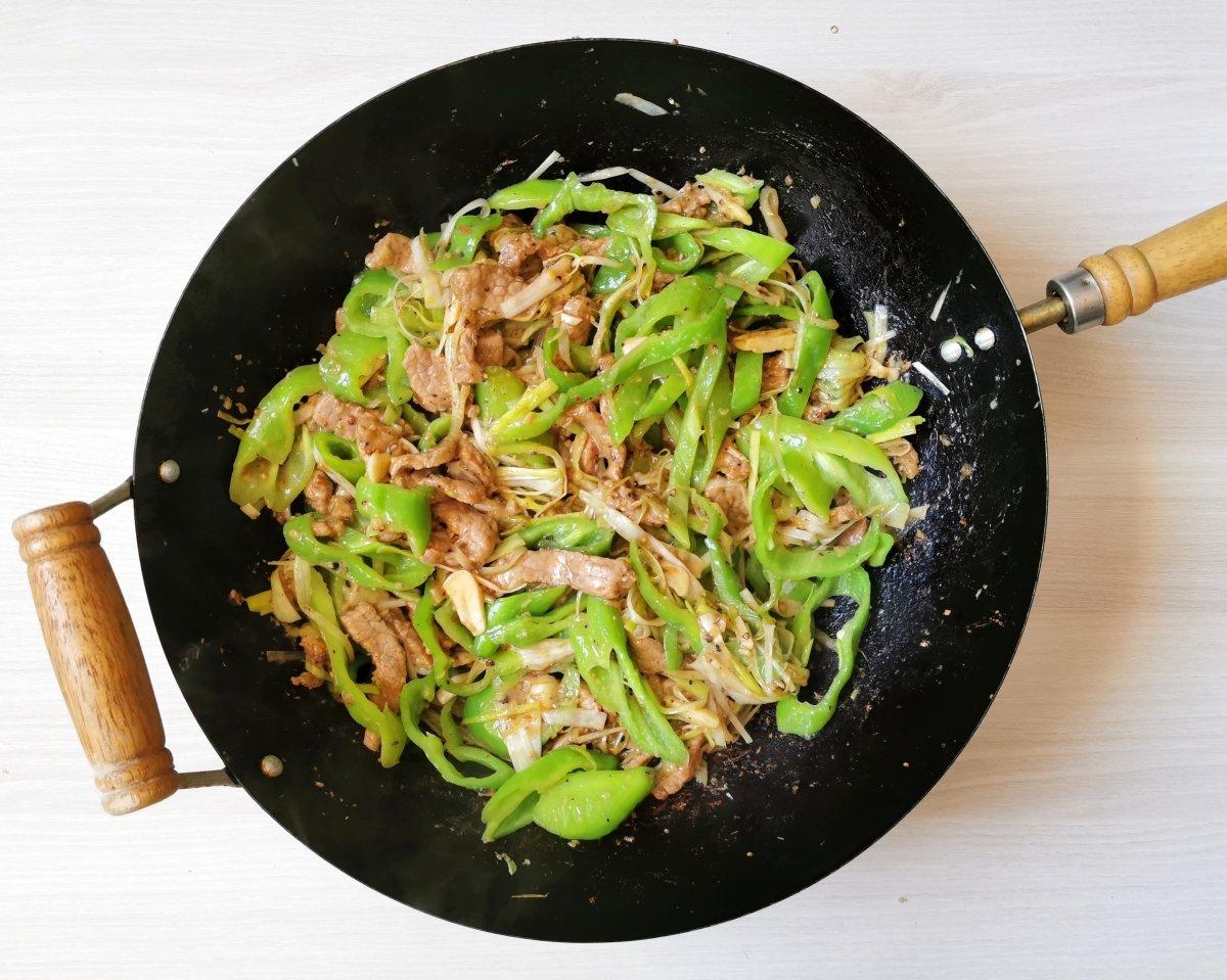 Stir-fry de ternera y pimientos verdes