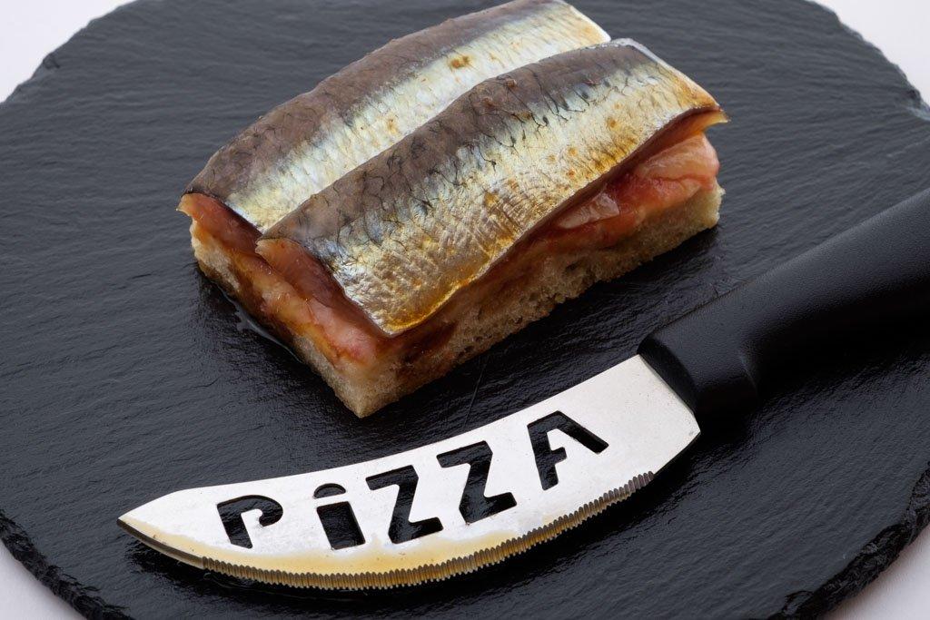 Presentación de un plato de pescado en el restaurante O Camiño do Inglés