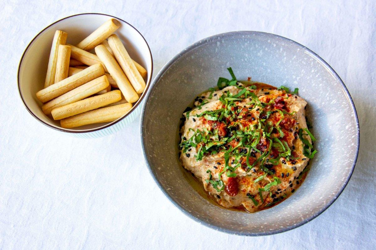 Presentación del hummus de tomate seco extra
