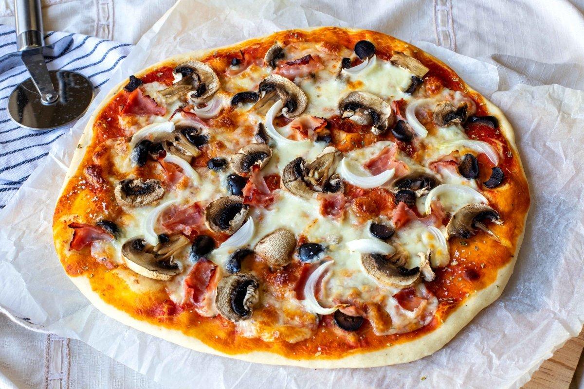 Presentación final de la pizza romana