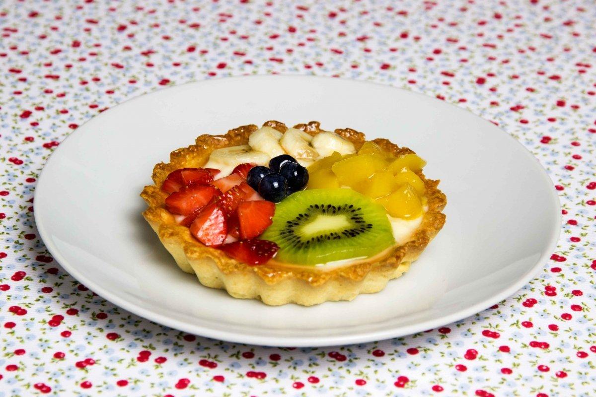 Presentación final de la tarta de frutas