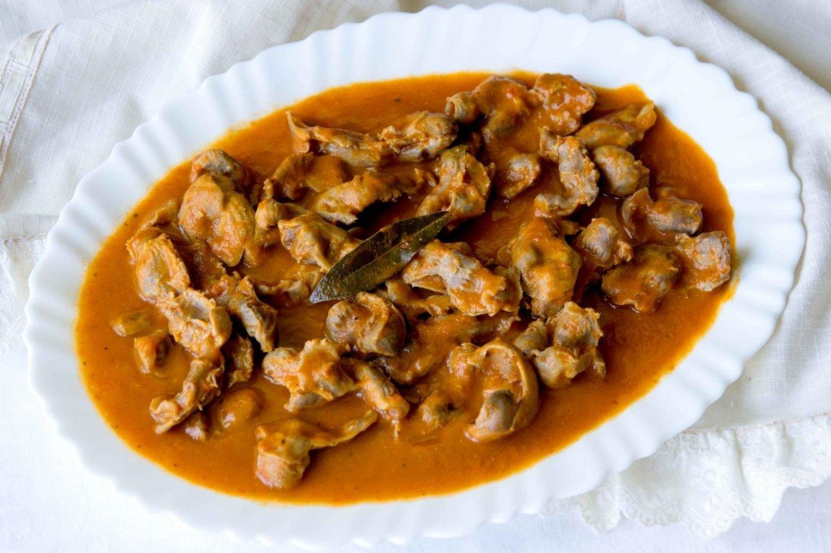 Presentación principal de las mollejas de pollo en salsa