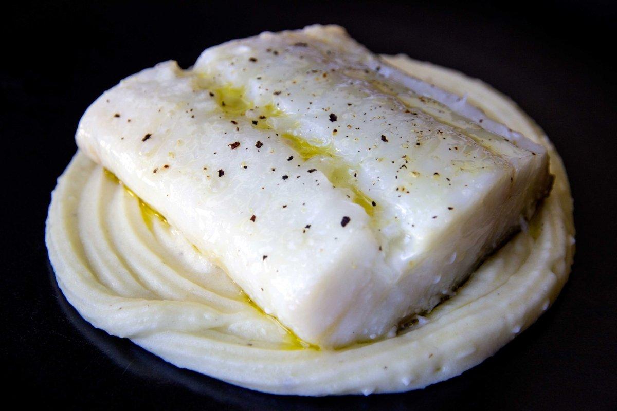 Bacalao confitado sobre parmentier de patata