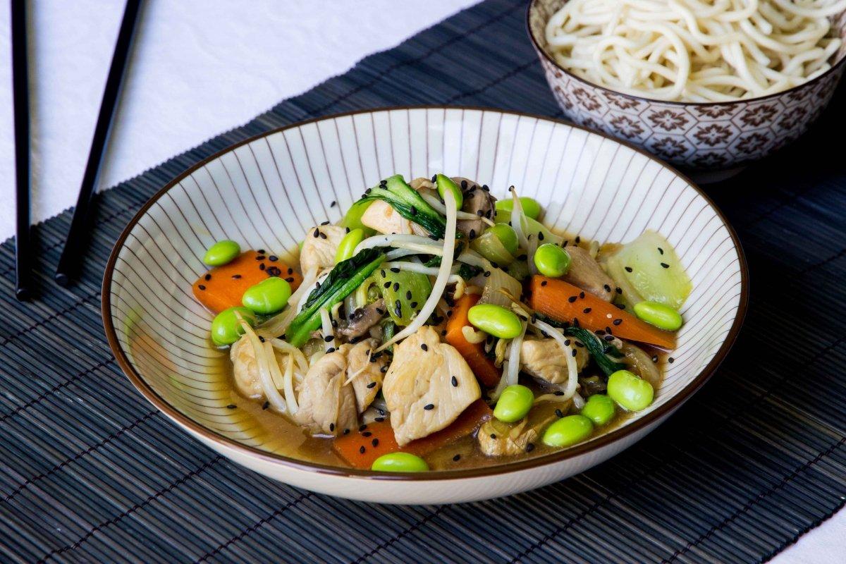 Presentación principal del chop suey de pollo