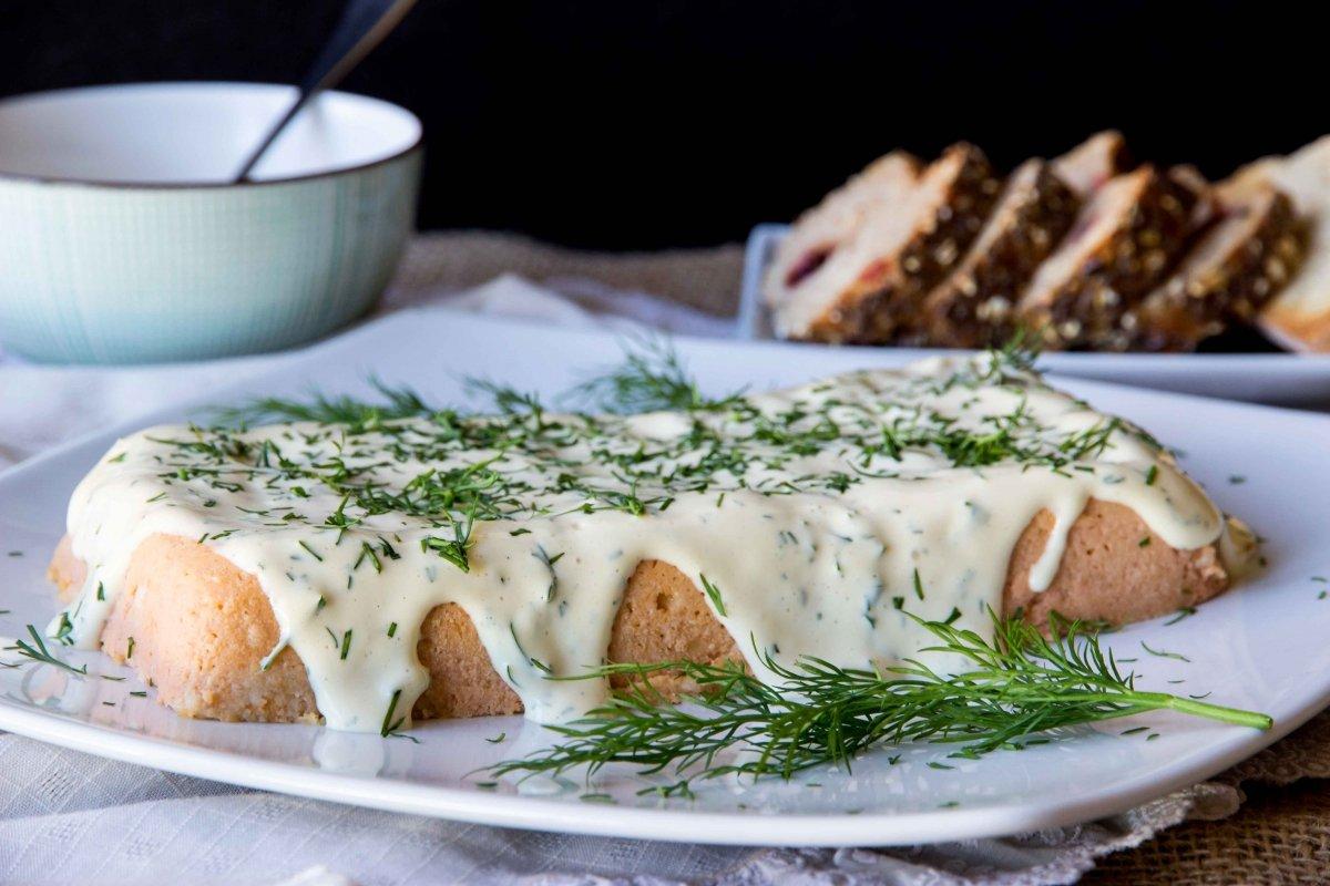 Presentación principal del pastel de salmón