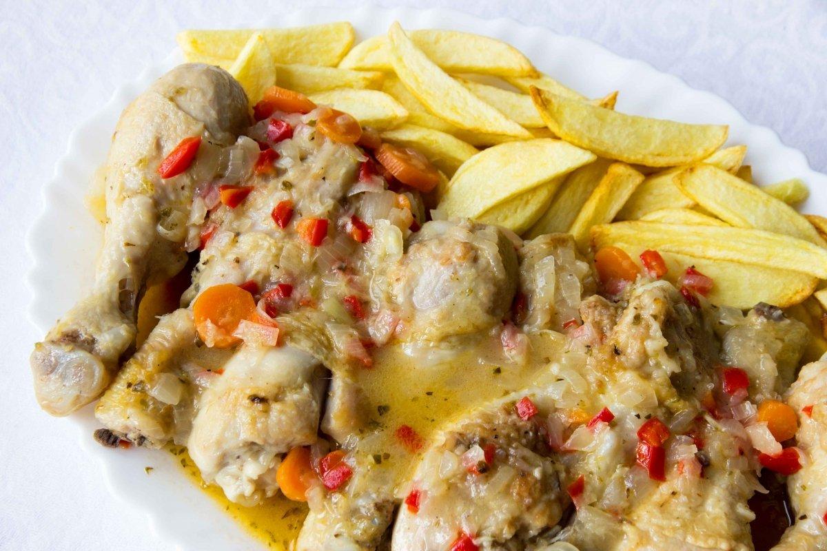 Presentación principal del pollo en salsa