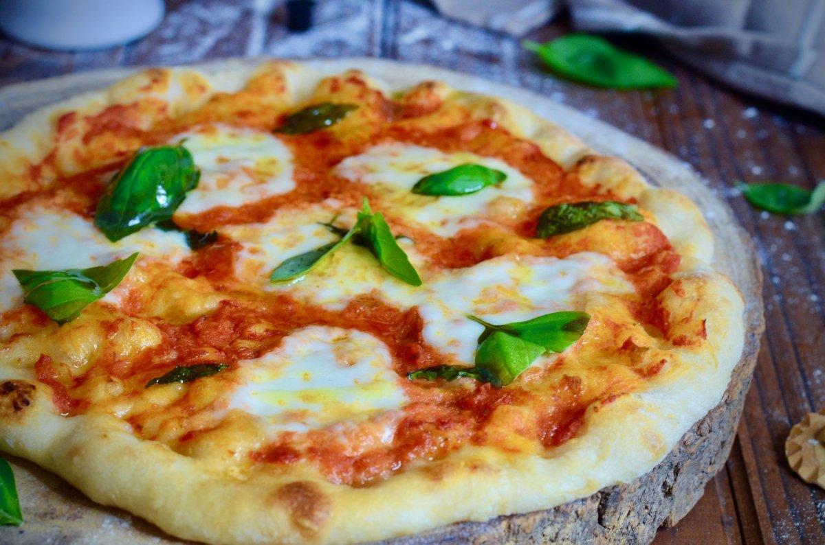 Primer plano de pizza margarita