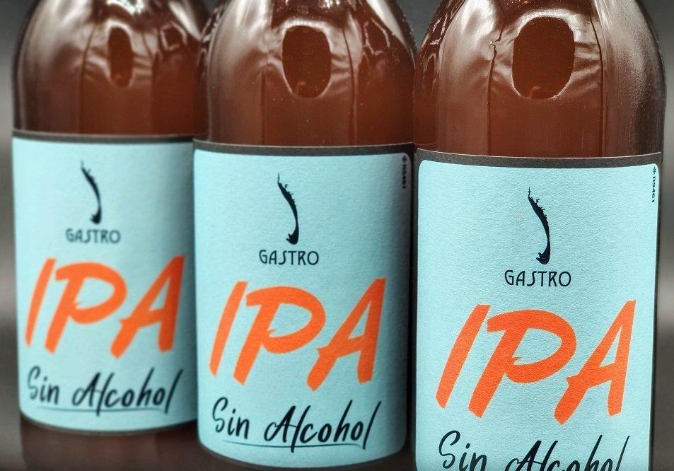 Primer plano de tres botellas de Gastro IPA Sin Alcohol