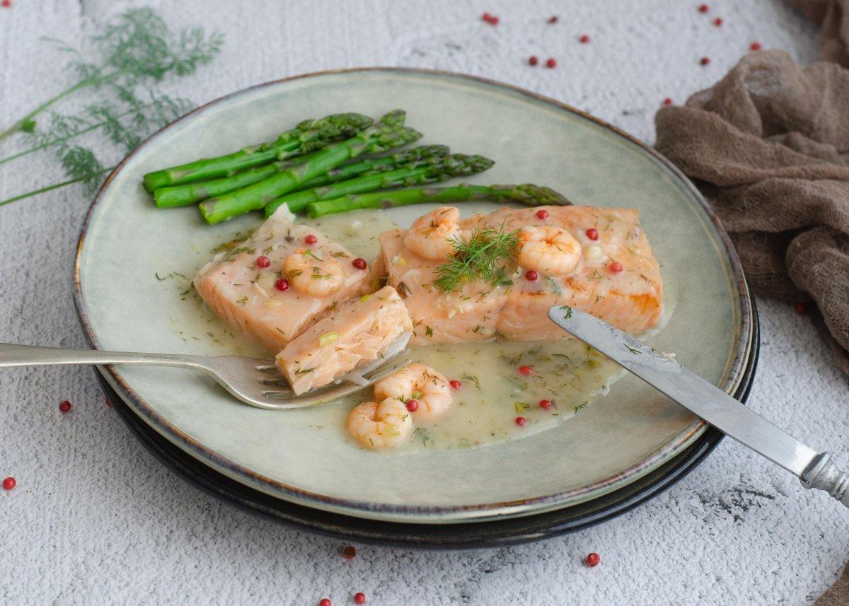 Probamos el salmón en salsa verde