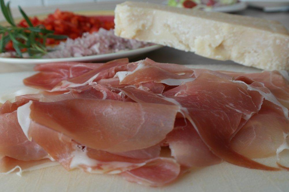 Prosciutto y queso parmesano