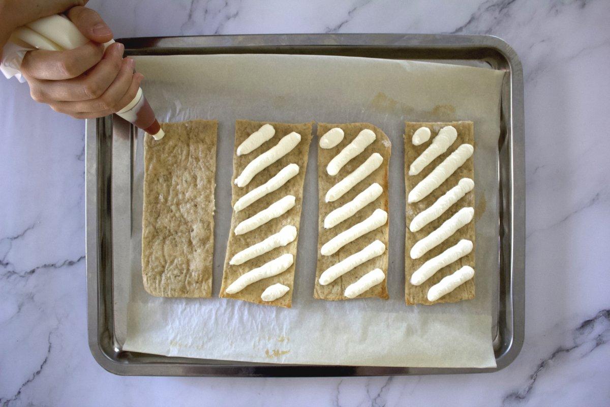 Queso de untar con la manga pastelera