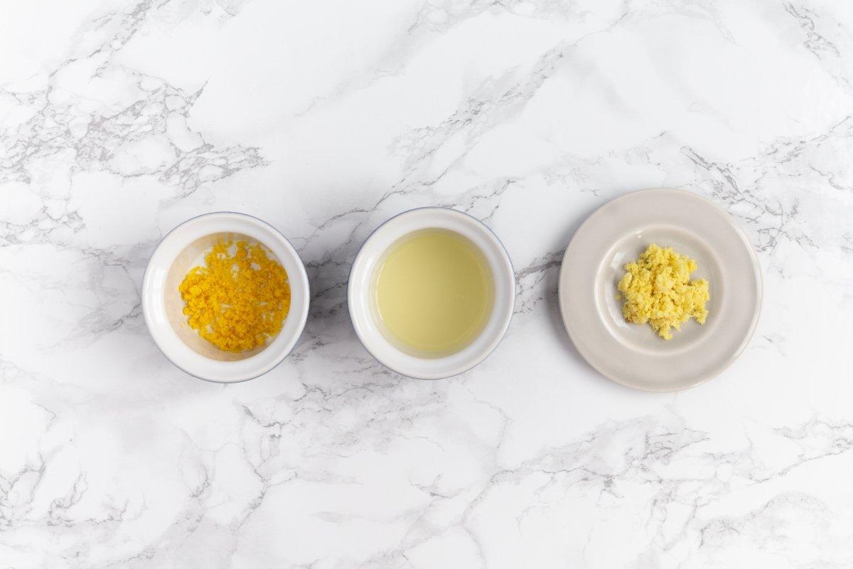 Ralladura y zumo de limón y jengibre