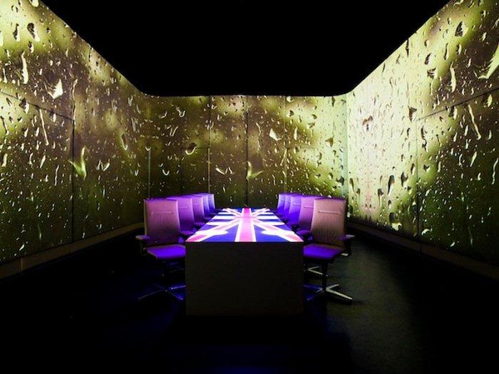 Recreación de un ambiente londinense en el restaurante Ultraviolet by Paul Pairet