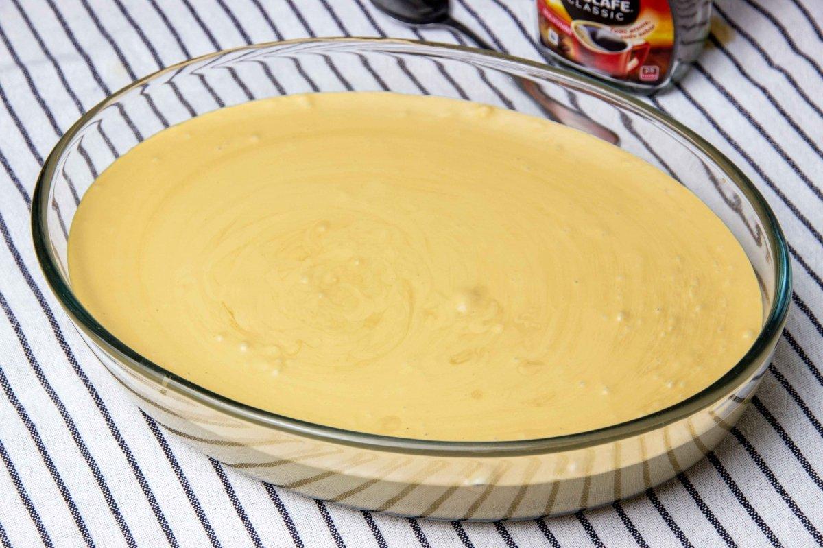 Rellenar un molde con la mezcla y congelar para hacer el helado de café