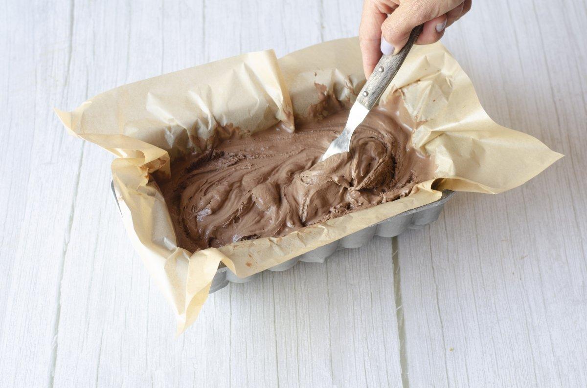 Removiendo el helado para mantecar